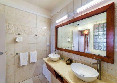 HotelTheChamps-SuperiorRoom-Bathroom